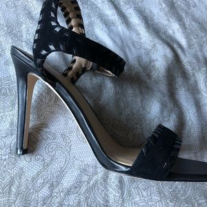 Barely worn guess heels!